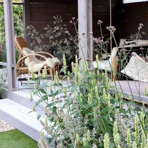 Romantische-speelse-tuin-met-tuinhuis-Wilp-09