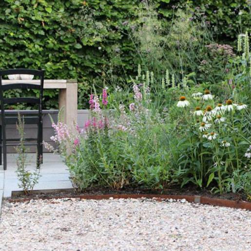 Romantische-speelse-tuin-met-tuinhuis-Wilp-13