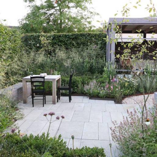 Romantische-speelse-tuin-met-tuinhuis-Wilp-14