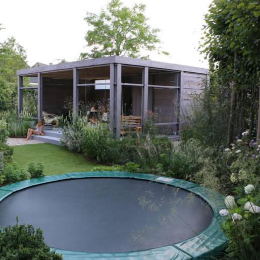 Romantische-speelse-tuin-met-tuinhuis-Wilp-6104