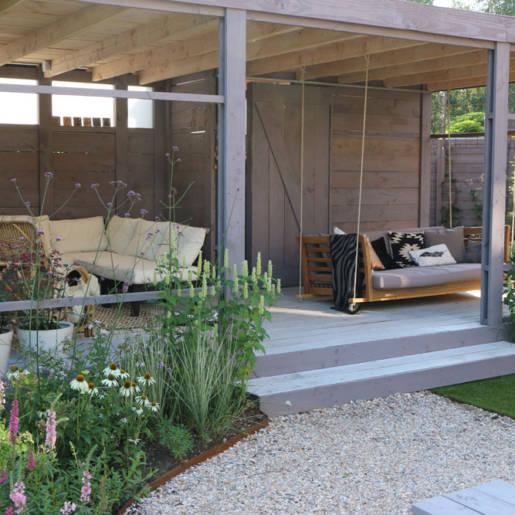 Romantische-speelse-tuin-met-tuinhuis-Wilp-6202