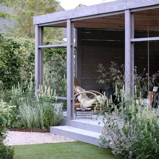 Romantische-speelse-tuin-met-tuinhuis-Wilp-6397